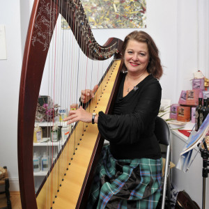 Gaelic Harp player Sandy Jones, at the Private View